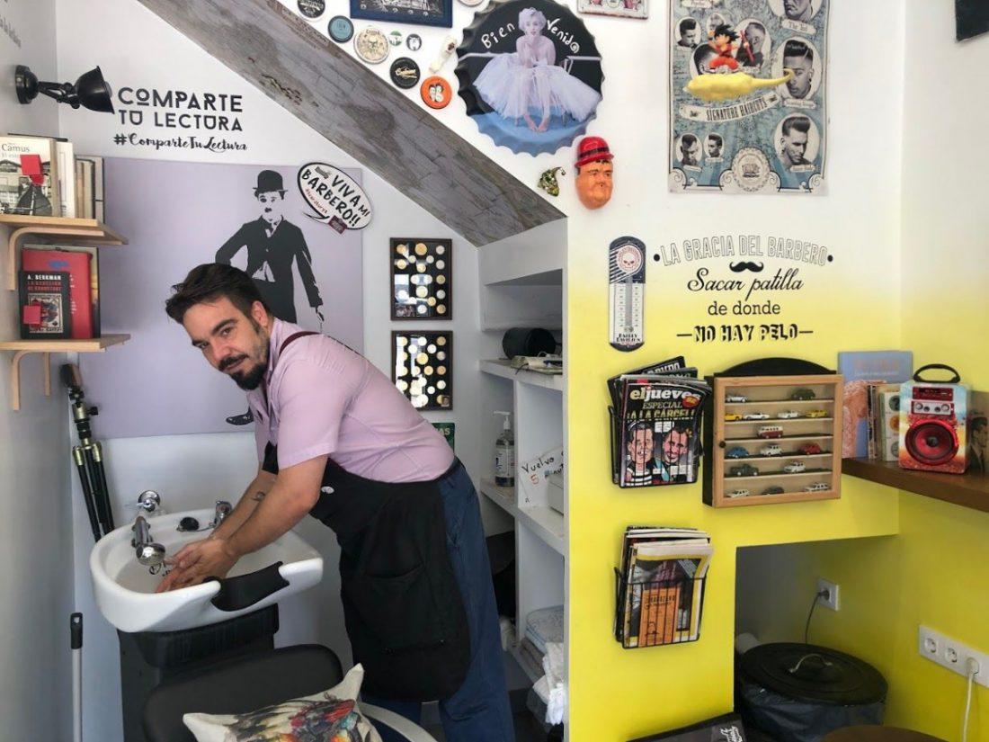 AionSur IMG_5936-compressor Un rincón de lectura para una barbería con nombre propio: La Razón Arahal Sociedad  destacado