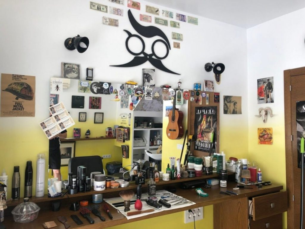 AionSur IMG_5965-compressor-1024x768 Un rincón de lectura para una barbería con nombre propio: La Razón Arahal Sociedad  destacado