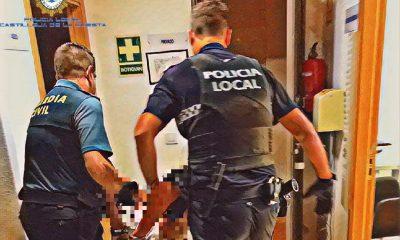 AionSur Policia-Castilleja-400x240 Detenida una joven en Castilleja tras agredir a un policía y un guardia civil Castilleja de la Cuesta Sucesos