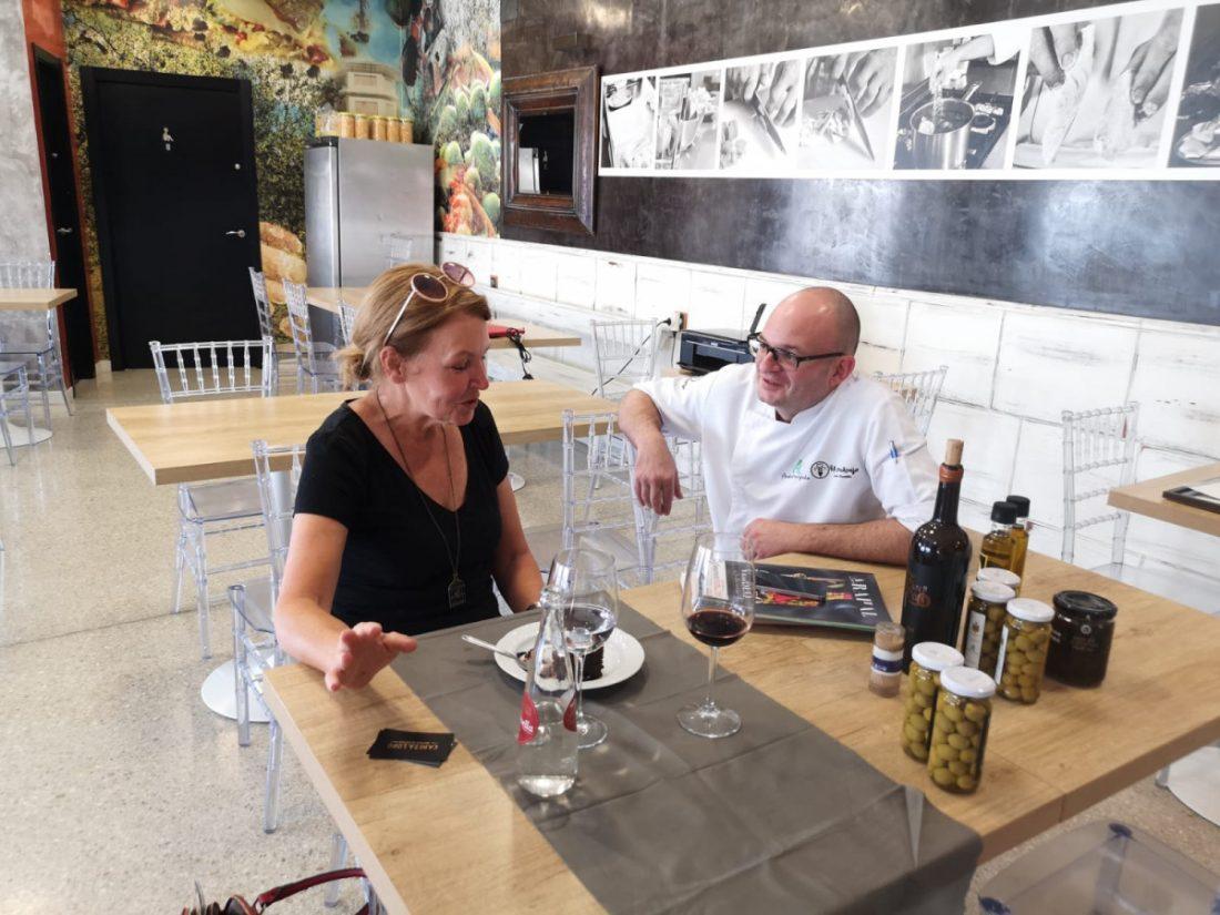 AionSur bea2b8d6-7c56-4bfb-b256-9be5c6b34ea9-compressor Luis Portillo y su cocina serán protagonistas de una guía turística del periódico inglés The Guardian Arahal