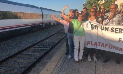 AionSur f4cb218a-4b92-42d3-9dd2-c686c33c395d-compressor-400x240 Proseguirán las concentraciones de las plataformas ciudadanas por el tren hasta conseguir servicios en toda la comarca Arahal  destacado