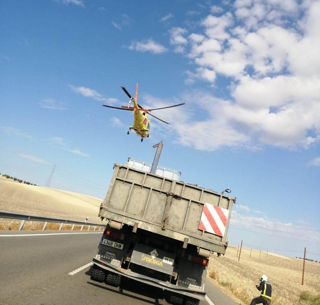 AionSur 167efd0f-4edc-4e87-acf0-30caf9b508f8-compressor Un muerto y un herido grave en la colisión entre un camión y un todoterreno en la carretera de Utrera a Los Molares El Coronil Sucesos  destacado