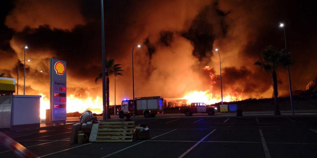 AionSur Incendio-Julian-3 Un incendio arrasa el campamento de inmigrantes en Lepe, con 145 desalojados a tiempo Huelva Sucesos  destacado