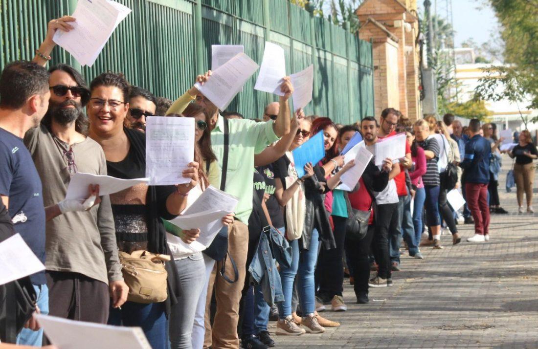 AionSur ba0cf56c-3f01-449d-ab84-233fc12eb205-compressor Familias de menores con necesidades especiales llevan personalmente su reclamación a Educación Educación Sevilla  destacado
