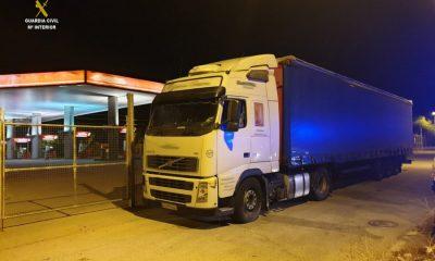 AionSur camion-guardia-civil-400x240 Interceptado un camión en dirección contraria en la A-92 Provincia Sucesos