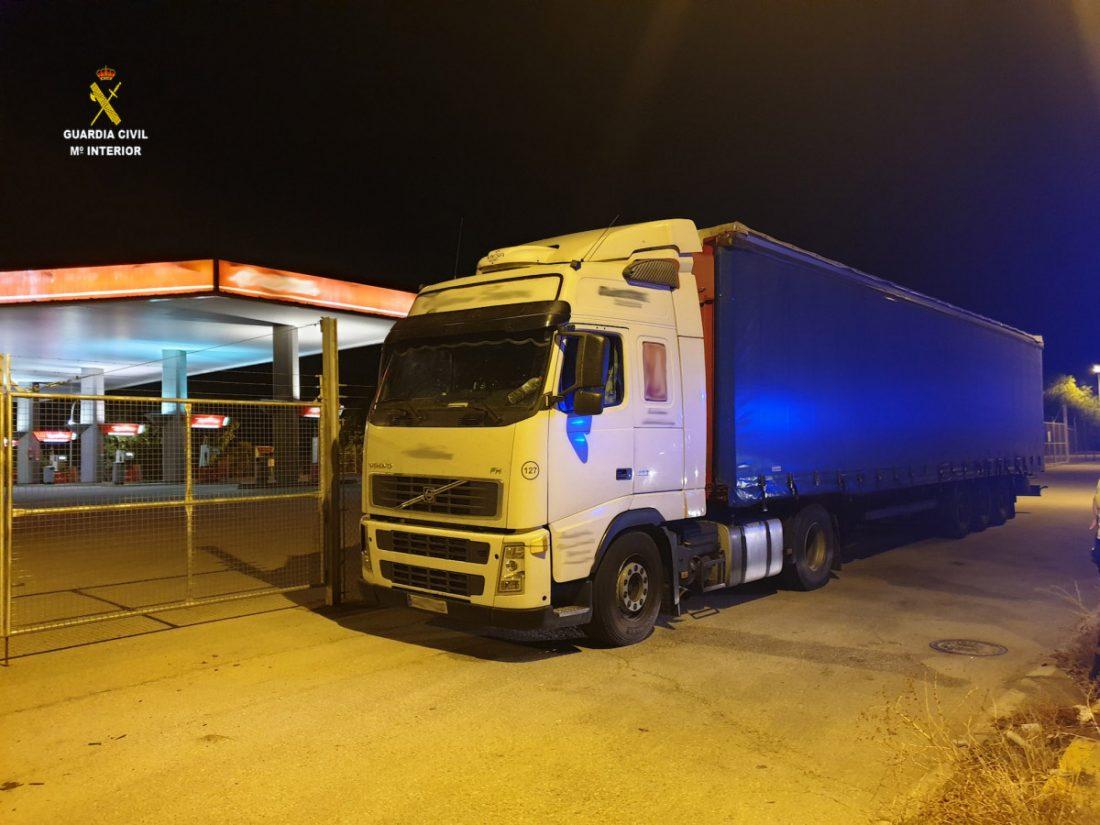 AionSur camion-guardia-civil Interceptado un camión en dirección contraria en la A-92 Provincia Sucesos