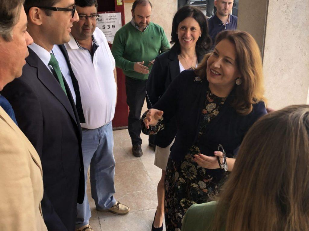 AionSur consejera-con-agricultores-compressor-1024x768 La Junta invertirá más de 45 millones en la red de abastecimiento de aguas de la Sierra Sur Andalucía Herrera  destacado