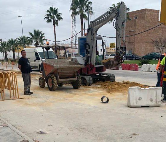 """AionSur obras-carretera-Villamartín-560x481 Comerciantes de Arahal """"desesperados"""" por las """"graves pérdidas"""" registradas en sus negocios a causa de unas obras Arahal Sociedad  destacado"""