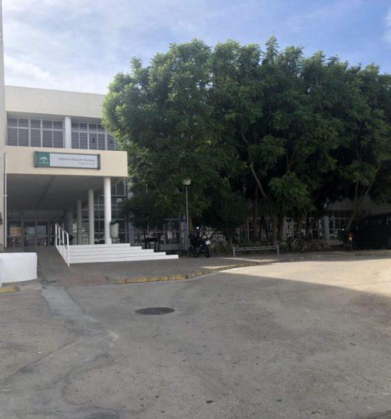 AionSur unnamed-compressor-1-560x600 Desalojan un ala del IES Castillo de Luna de La Puebla porque las grietas hacían peligrar la estructura del edificio Educación La Puebla de Cazalla  destacado