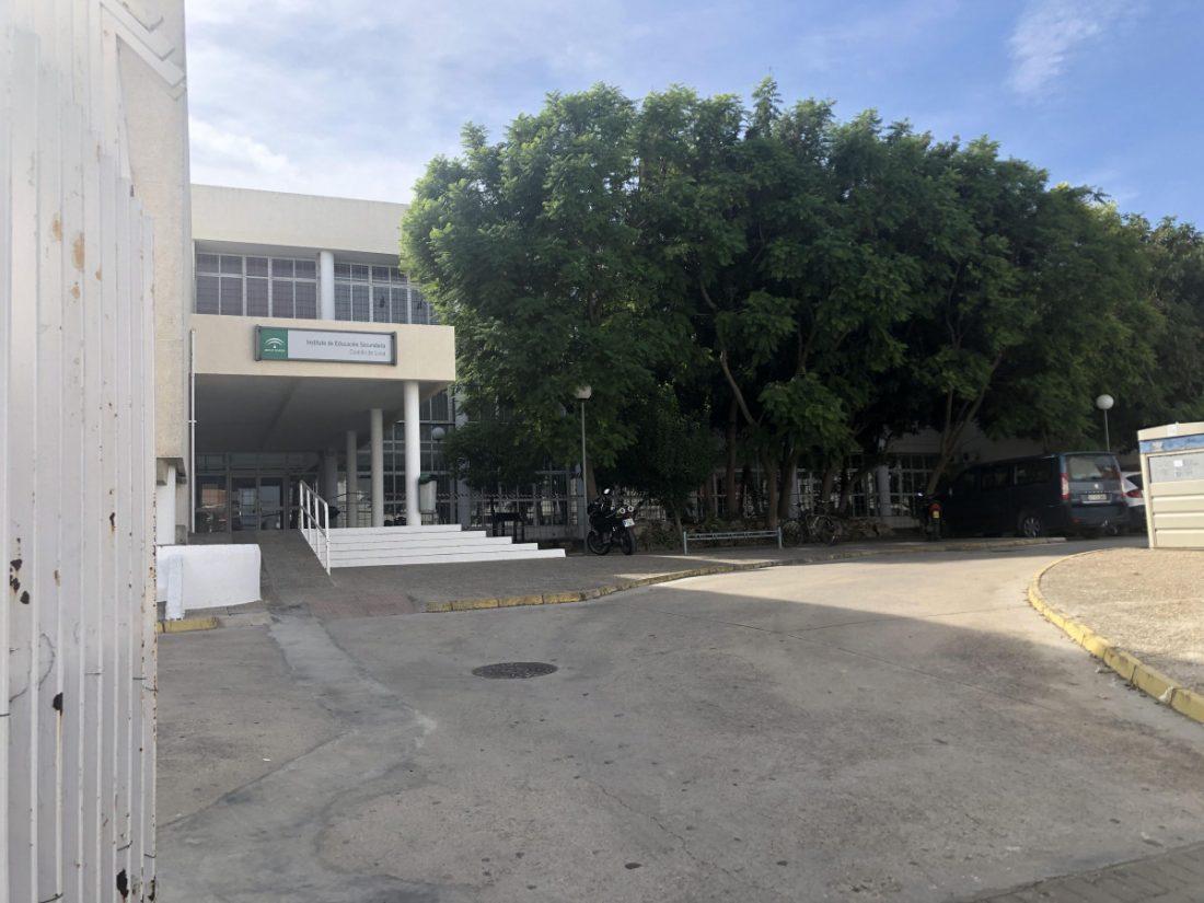 AionSur unnamed-compressor-1 Desalojan un ala del IES Castillo de Luna de La Puebla porque las grietas hacían peligrar la estructura del edificio Educación La Puebla de Cazalla  destacado