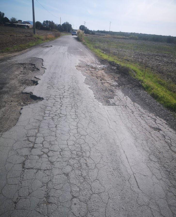 AionSur 1ca614eb-216f-4fd3-b2ad-27a3cc4e71fb-compressor Vecinos de una urbanización rural de Arahal denuncian el mal estado del camino por el que acceden a sus viviendas Arahal  destacado