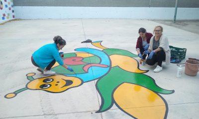 AionSur: Noticias de Sevilla, sus Comarcas y Andalucía 72745289_787222191697934_7954672284260630528_n-compressor-400x240 Vecinas de Pruna pintan dibujos en el suelo de un colegio para que juegue el alumnado Pruna