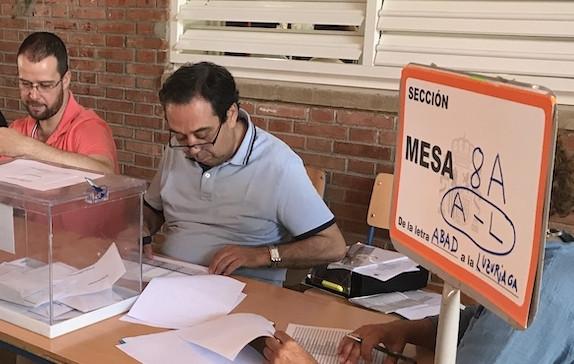 AionSur Elecciones-Mesa-2 Los ocho vecinos de Villarroya (La Rioja) baten récord y votan en 32 segundos Política Sociedad destacado