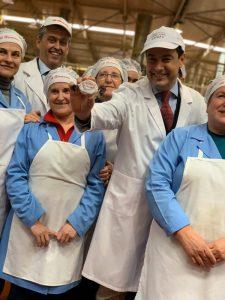 AionSur Juanma-2-225x300 Juanma Moreno ofrece a los dulces navideños de Estepa el apoyo de la Junta para crecer Economía Estepa  destacado