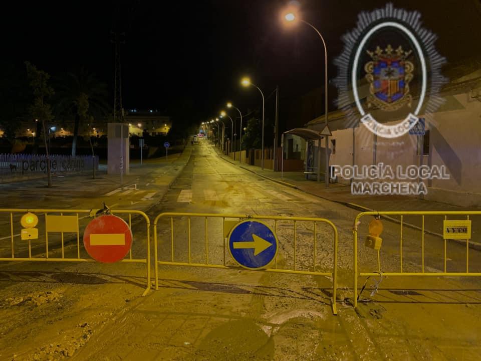 Los daños más significativos por la tromba de agua en Marchena, se centran en el hundimiento de un tramo de calle Sevilla