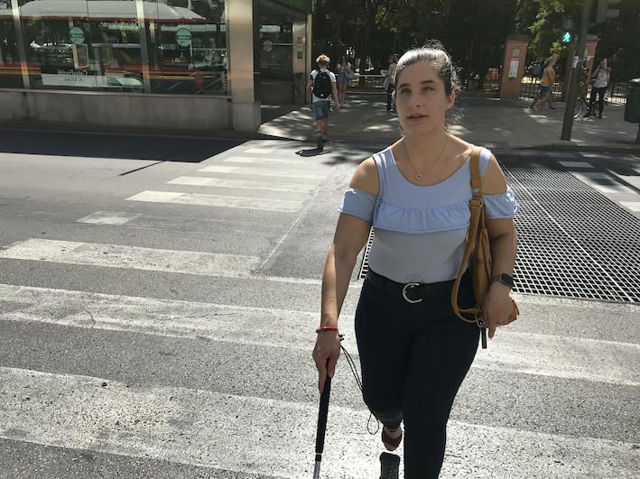 AionSur Raquel-Semaforo-6 Una joven invidente consigue un semáforo sonoro en Sevilla tras 10 años de gestiones Sevilla Sociedad