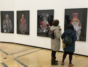AionSur Tres-culturas-expo-300x227 Las impresionantes fotos de Leila Alaoui se exponen en Tres Culturas Cultura Sevilla