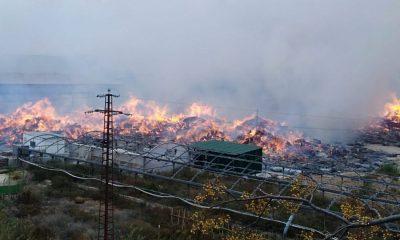 AionSur ae80aeae-aed2-43ad-8e6f-641f12c813ce-compressor-400x240 Bomberos de cinco parques trabajan en el incendio de una nave de algodón en Écija Ecija Sucesos  destacado