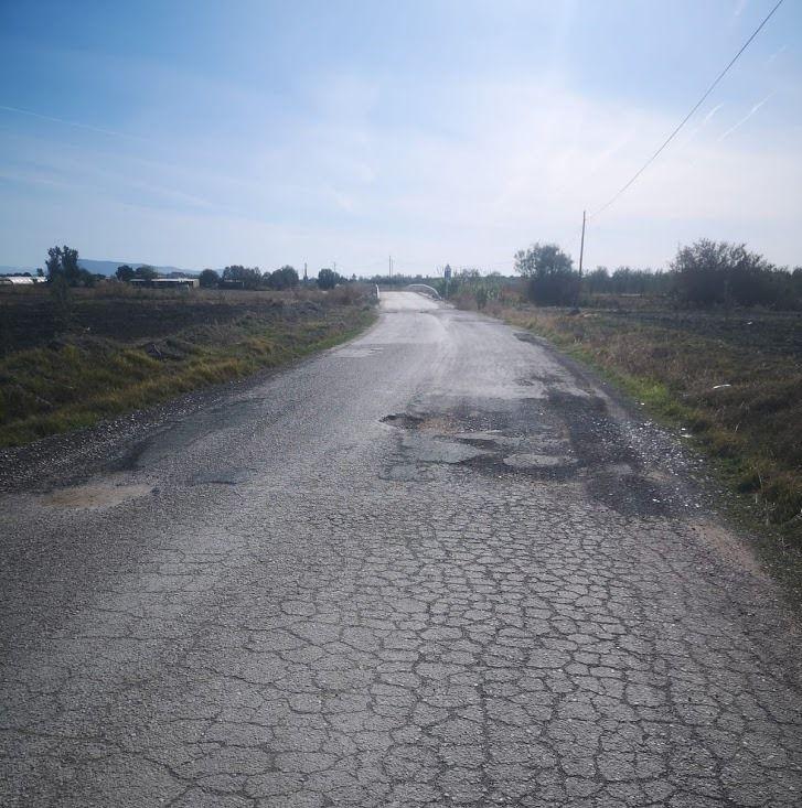 AionSur cc6c5383-f0ac-43f2-84f8-eac2d5e2eb19-compressor-1 Vecinos de una urbanización rural de Arahal denuncian el mal estado del camino por el que acceden a sus viviendas Arahal  destacado