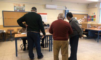 AionSur colegio-electoral-400x240 Votantes de dos colegios electorales son obligados a quedarse en la mesa Andalucía Política