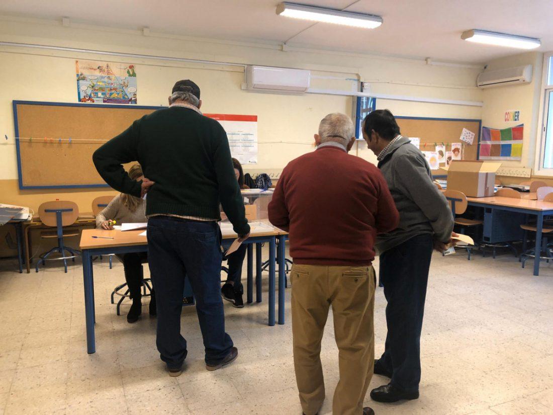AionSur colegio-electoral Votantes de dos colegios electorales son obligados a quedarse en la mesa Andalucía Política
