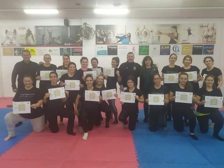 AionSur defensa-personal-marchena-2 Punto final al II Taller de Autoprotección de Mujeres de Marchena Marchena Sociedad