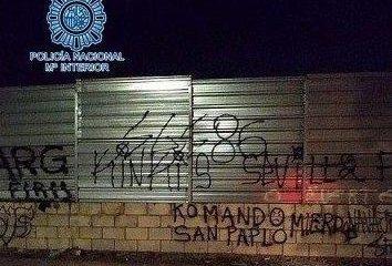 AionSur pintadas-policia-354x240 Detenidos 28 ultras del Sevilla y el Betis que habían quedado para una pelea Sevilla Sucesos