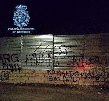 AionSur pintadas-policia Detenidos 28 ultras del Sevilla y el Betis que habían quedado para una pelea Sevilla Sucesos
