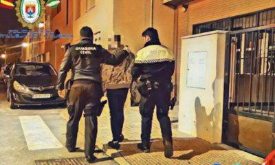 AionSur policia-castilleja-400x240 Detenido en Castilleja de la Cuesta por vender droga a un menor Castilleja de la Cuesta Sucesos