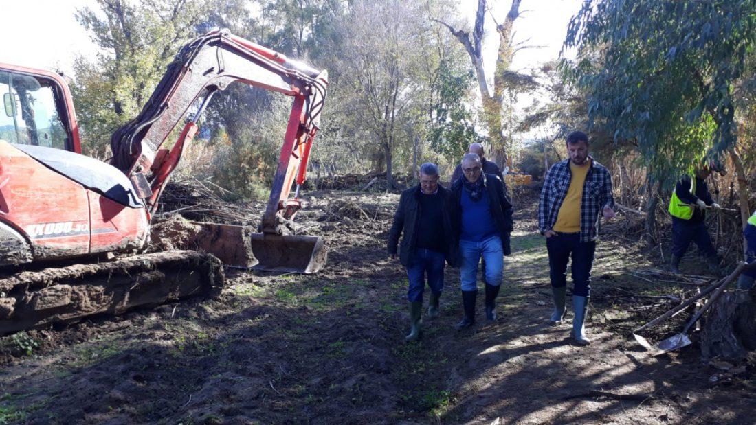 AionSur 191203-villanueva-3-compressor Avanzan a buen ritmo los trabajos de limpieza y conservación del río Corbones para frenar las inundaciones Medio Ambiente