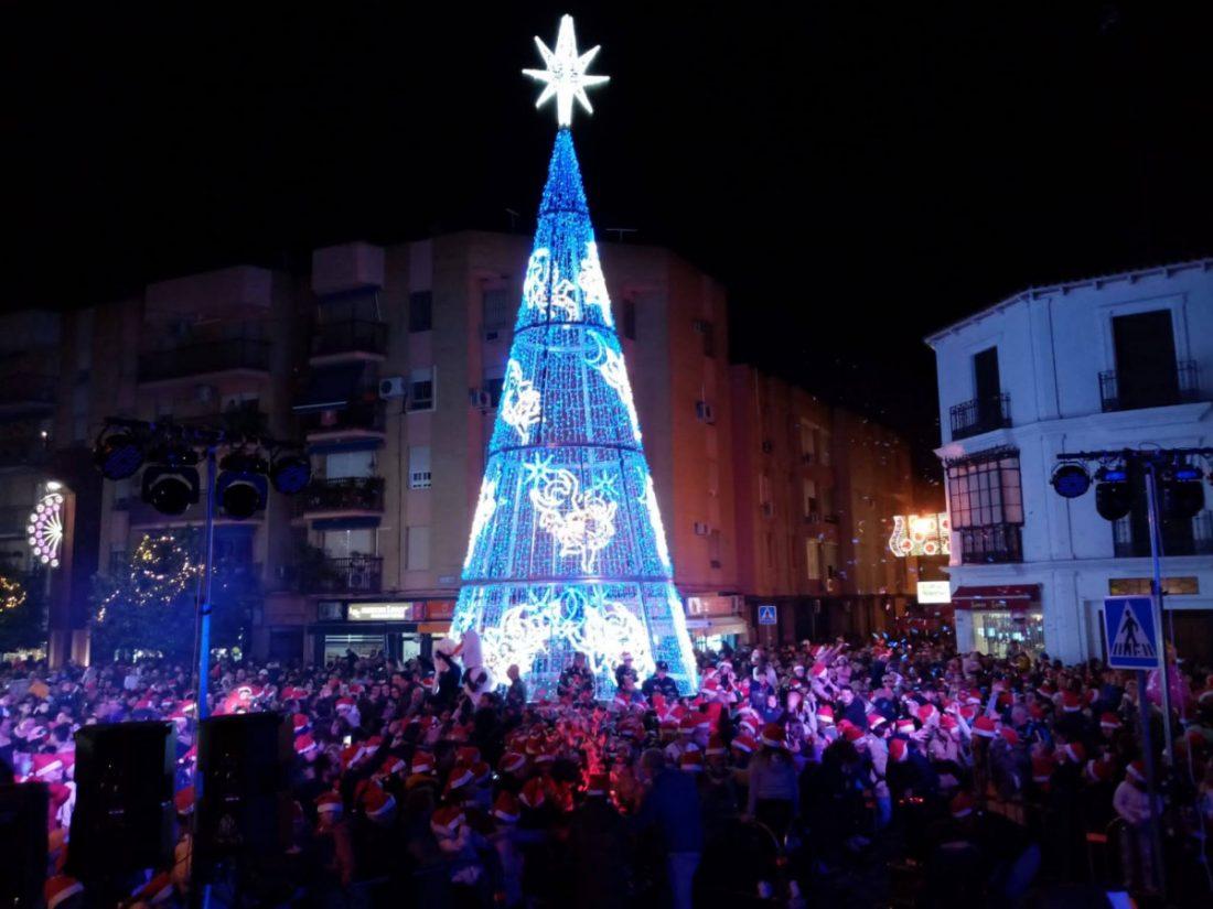 AionSur 79537252_2870609376317232_2181045055026888704_o-compressor Alcalá de Guadaíra da la bienvenida a la Navidad con una fiesta familiar y el encendido de casi 700.000 lámparas Alcalá de Guadaíra Comarca Metropolitana Navidad alumbrado navideño Alcalá de Guadaíra