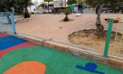 AionSur 8dd874bd-ce5c-48f9-8cb5-ded8c3487f77-compressor-400x240 Vecinos de la calle Guirnalda de Arahal denuncian destrozos en un parque infantil Sociedad  destacado
