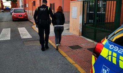 AionSur: Noticias de Sevilla, sus Comarcas y Andalucía Castilleja-detenida-400x240 Descubren, tras un accidente, que tenía documentación falsa que compró por 600 euros Castilleja de la Cuesta Sucesos