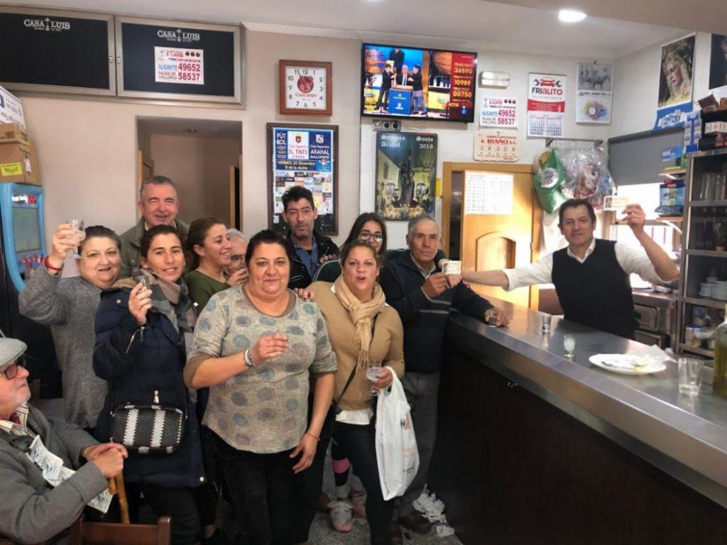 AionSur IMG_4849-1-compressor-1024x768 Dos bares, el de Luis en Arahal y El Rinconcito en La Puebla, reparten un quinto premio Arahal La Puebla de Cazalla  destacado