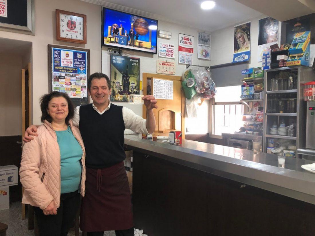 AionSur IMG_4857-1-compressor Dos bares, el de Luis en Arahal y El Rinconcito en La Puebla, reparten un quinto premio Arahal La Puebla de Cazalla  destacado