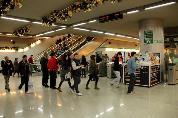 Metro de Sevilla recupera su horario de madrugada en fin de semana hasta las 2 de la madrugada