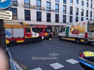 AionSur accidente-2-300x225 Varios heridos al empotrarse un microbús contra una tienda en Sevilla Sevilla Sucesos destacado
