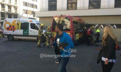 AionSur accidente-400x240 Varios heridos al empotrarse un microbús contra una tienda en Sevilla Sevilla Sucesos  destacado