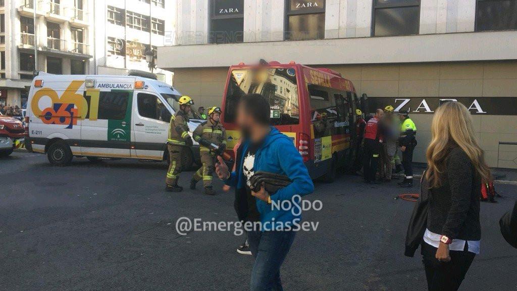 AionSur accidente Varios heridos al empotrarse un microbús contra una tienda en Sevilla Sevilla Sucesos destacado