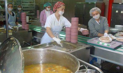 AionSur cocina-hospital-400x240 Dorada al horno y postres especiales en el menú de Nochebuena del Virgen del Rocío Salud Sevilla