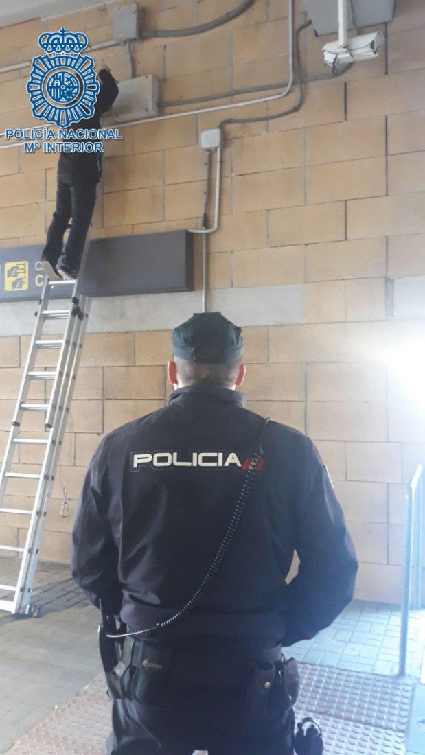 AionSur policia-nacional Retiran las cámaras que usaban los taxistas para controlar el aeropuerto Sevilla Sucesos