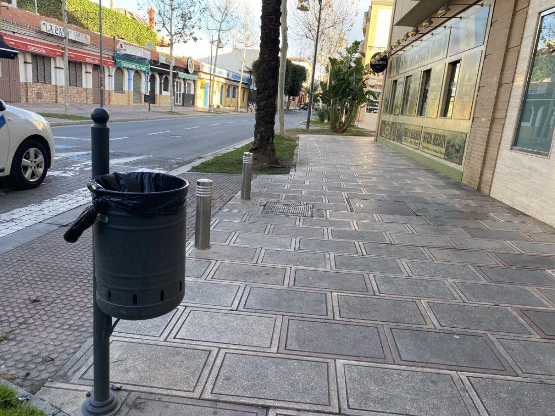 AionSur 0854C27B-8F23-4E45-BE8A-001E943501B5-compressor Alcalá instala 150 papeleras y 25 bancos en distintas calles y parques solicitadas por los vecinos Alcalá de Guadaíra