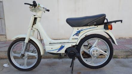 AionSur 99c94dfb-9eb6-4690-9963-c91ffb3785e0-compressor Roban un ciclomotor de madrugada en la calle Doctor Marañón de Arahal Arahal Sucesos