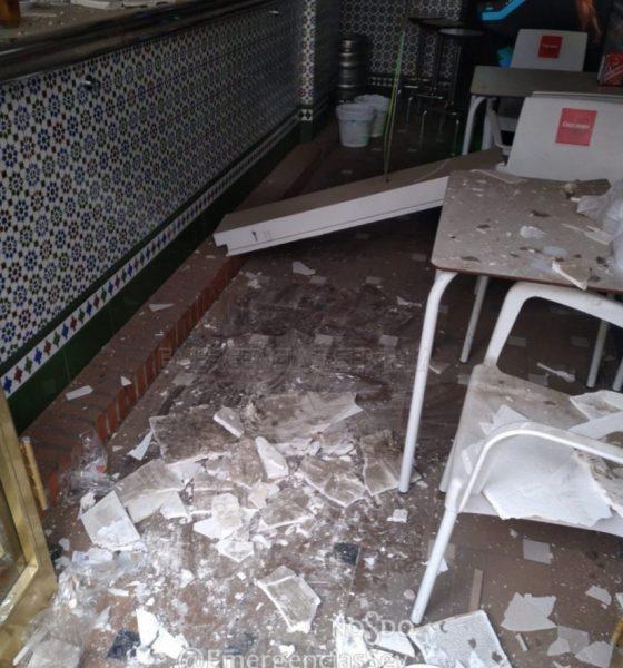 AionSur Bar-techo-accidente-560x600 Herido en Sevilla al caerle en la cabeza el techo de un bar Sevilla Sucesos  destacado