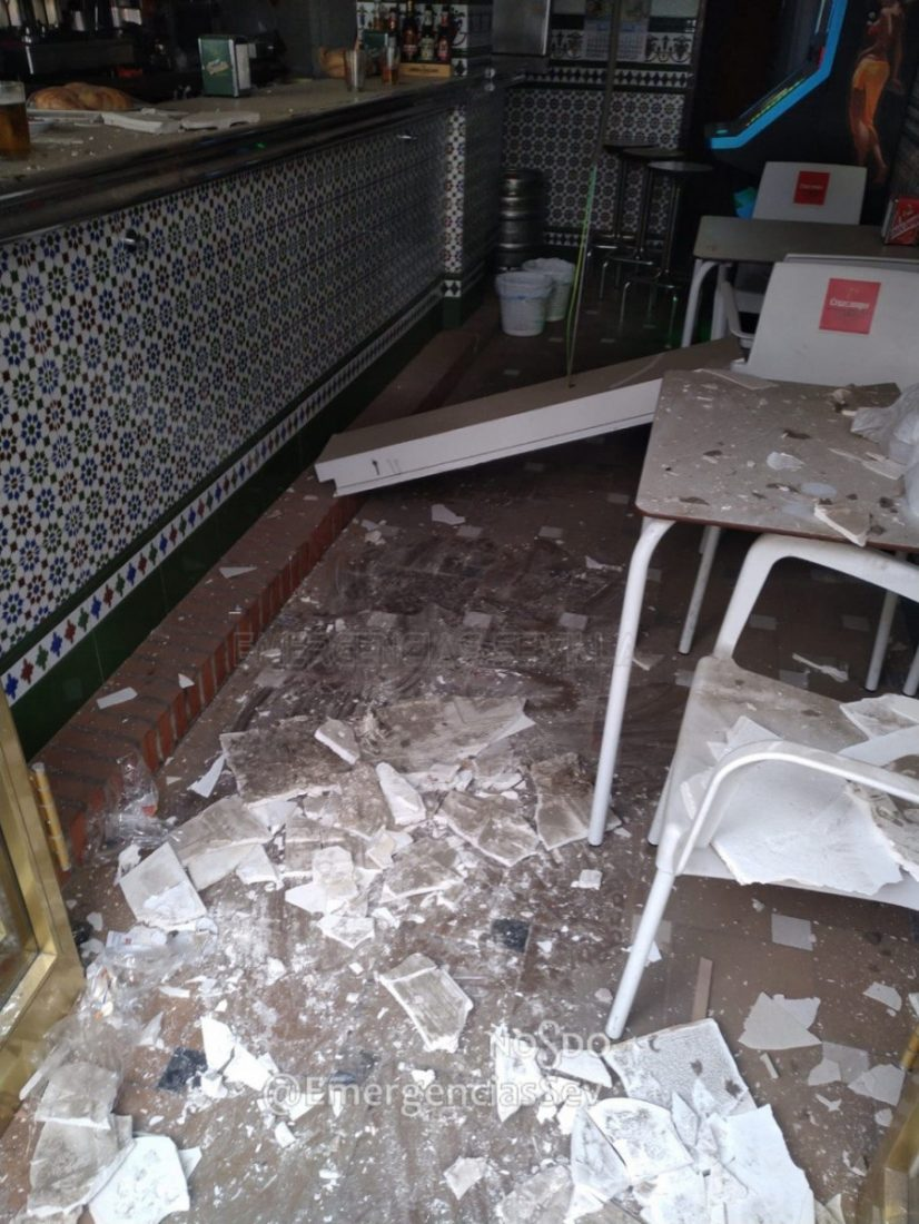 AionSur Bar-techo-accidente Herido en Sevilla al caerle en la cabeza el techo de un bar Sevilla Sucesos  destacado