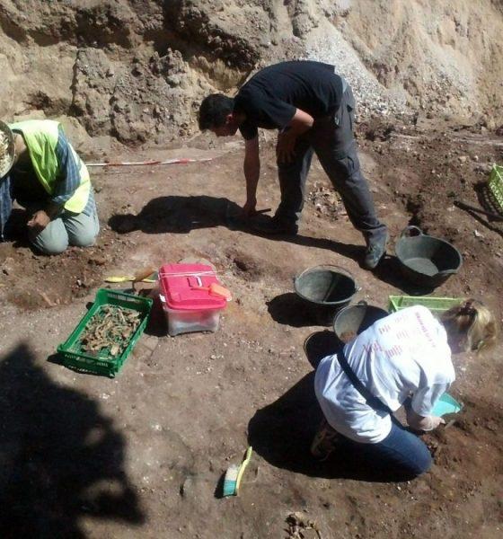 AionSur IMG2885-compressor-560x600 La fosa de La Puebla de Cazalla saca a la luz 77 cuerpos, pero solo dos son identificados Asociaciones La Puebla de Cazalla Sociedad  destacado