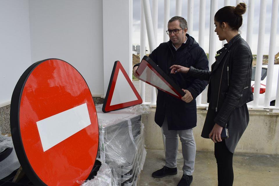 AionSur Los-Palacios-trafico Los Palacios instalará en sus calles 153 señales hechas con elementos reciclados Provincia Sociedad