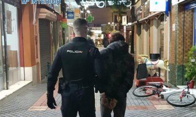 AionSur Policia-detenido-400x240 Ofensiva contra la delincuencia en Dos Hermanas con hasta nueve detenciones Dos Hermanas Sucesos  destacado