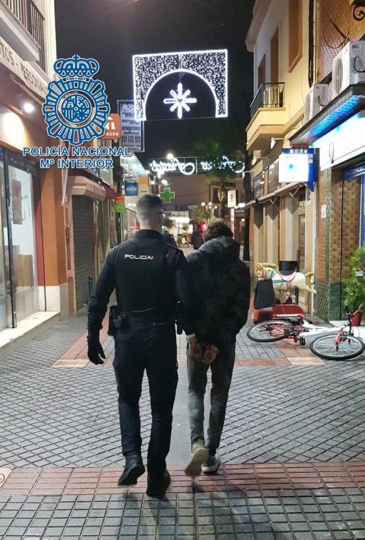 AionSur: Noticias de Sevilla, sus Comarcas y Andalucía Policia-detenido Ofensiva contra la delincuencia en Dos Hermanas con hasta nueve detenciones Dos Hermanas Sucesos destacado