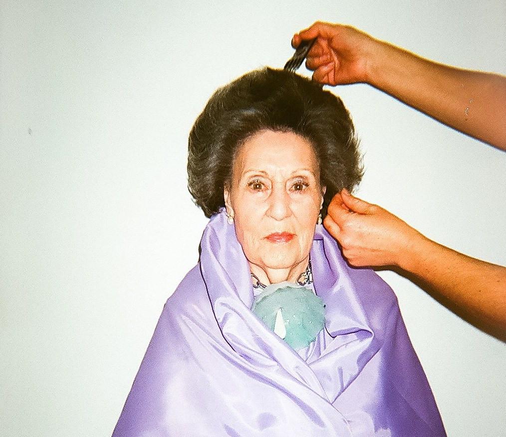 AionSur Vogue-1 Ernesto Naranjo usa a su abuela y sus amigas para ser modelos de sus nuevos diseños Provincia Sociedad